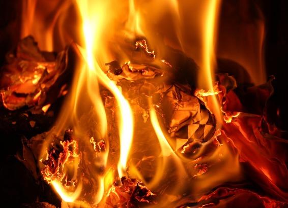 flames-3094403_1920